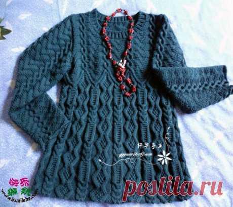 Туника-пуловер рельефными узорами спицами. Описание, схема вязания