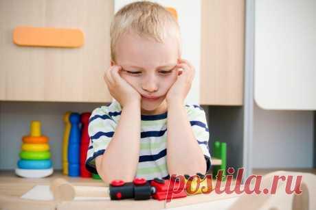 7 явных признаков того, что ребенку не нравится в детском саду Плакать ребёнок может по самым разным причинам – от страха неизвестности, от того, что считывает тревогу мамы, или просто за компанию с другими детьми. А вот на эти признаки стоит обратить особое внимание.