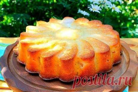 Заливной грушевый пирог.  Ингредиенты: -Мука высшего сорта — 2 Стакана -Груши — 4  Штуки -Яйца — 4  Штуки -Сметана — 300 Грамм -Разрыхлитель — 1 Ст. ложка -Ванилин — 1 Штука -Сок лимона — 1 Ст. ложка -Сахар — 6 Ст. ложек  Способ приготовления:  Очищаем груши от кожуры. Я использую для этого картофелечистку. Ножом вырезаем сердцевину. Убираем косточки и твердую часть, которая находится спереди на кончике груши. Разрезаем фрукты на не толстые продольные кусочки. Разбиваем яй...