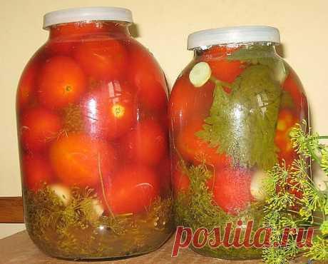 """""""Бочковые"""" помидоры в банках    Помидоры на границе зрелости, но не зелёные.    Засолочный сбор : коренья хрена, чеснок, лавровый лист, перец горошком, укроп венчики, листья хрена, вишни, смородины.    На 10 л холодной не кипяченой воды 2 стакана соли, 1 стакан сахара.    Банки тщательно вымыть с содой, крыки вымыть, ошпарить. На дно банок уложить засолочный сбор. Уложить помидоры по плечики. Приготовить холодный рассол. Залить банки рассолом. Закрыть капроновыми крышками...."""