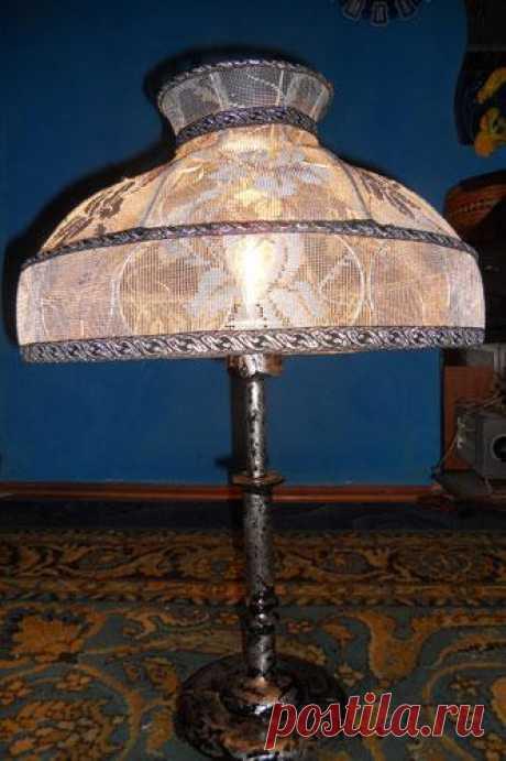 Реставрация старой лампы своими руками Старые вещи всегда имеют неповторимую ауру, патину, налёт таинственности.Они рождают сотни ассоциаций с детством -за это мы их и любим.Зачем выбрасывать старую лампу, если она может ещё послужить?С...