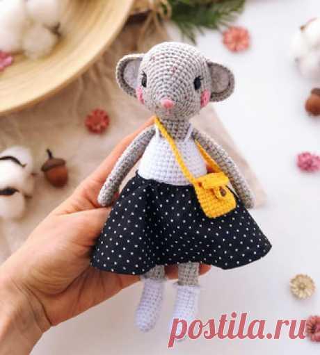 Мышка Молли амигуруми. Схемы и описания для вязания игрушек крючком! Бесплатный мастер-класс от Кристины @bumbee_crochet по вязанию мышки по имени Молли. Высота вязаной крючком игрушки примерно 19 см. Для изготовления т…