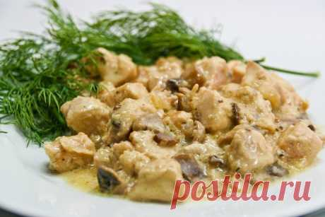 Куриное филе с грибами в сметанном соусе