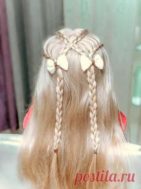 Перекрестные косы на распущенных волосах | LittleMods | Яндекс Дзен