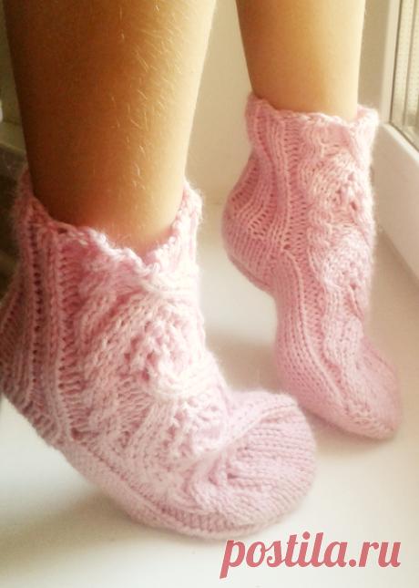 нарядные тёплые носки спицами. очень красивые!