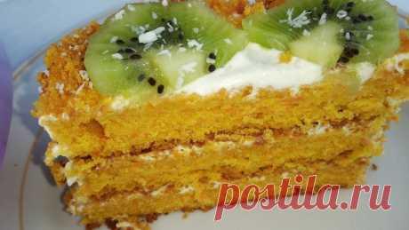 """ПШЕНИЧНОЙ МУКИ И БЕЗ САХАРА  МОРКОВНЫЙ ТОРТ    Торт очень вкусный, мягкий, торт """"отдает"""" морковью. Ингредиенты: 220 грамм моркови  натереть на мелкой тёрке; 2 яйца; 30 гр сливочного масла (можно заменить другим); По 85 гр рисовой и кукурузной муки; 100 гр меда;  1 ч.ложка разрыхлителя; 1 ч.ложка соды; 1 ч.ложка лимонного сока;  Яица разделить на желтки и белки.  В отдельной посуде смешать морковь, масло, желтки, мед..."""