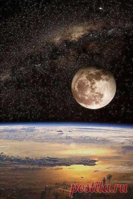 Пока Земля ещё вертится,  пока еще ярок свет,  Господи, дай же ты каждому,  чего у него нет:  умному дай голову,  трусливому дай коня,  дай счастливому денег...  И не забудь про меня.    © Булат Окуджава, 1963 г.  #вечное