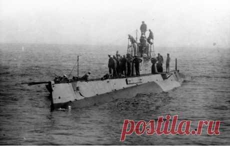 Трагедия подлодки АГ-15: самая глупая гибель русский субмарины в истории Ирландец Джон Филипп Голланд (1841—1904) эмигрировал в Соединенные Штаты Америки и там занялся проектированием подводных лодок. Подлодки Голланда быстро получили признание, и его бизнес пошел в гору: лодки закупали и строили по лицензии самостоятельно Австро-Венгрия, Великобритания, Голландия, Швеция и Япония. Не упустила своего и Россия. Во время Первой мировой войны Россия, промышленность которой не...