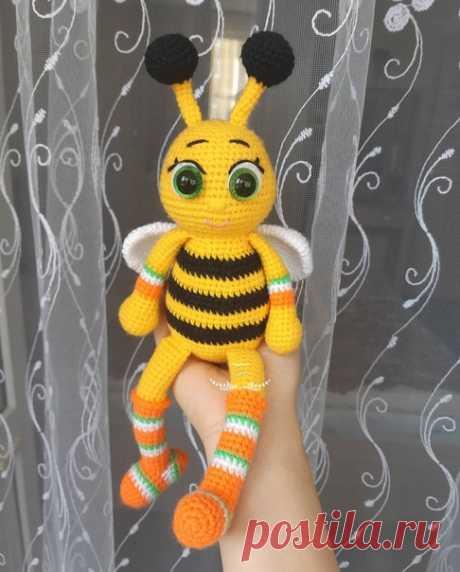 Лето на носу Пчелка передает теплый привет В поиске нового домаПишите мне, если ваша