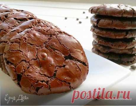 Шоколадное печенье без муки. Ингредиенты: яичные белки, какао-порошок, корица молотая