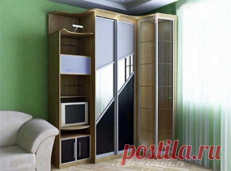 Угловой шкаф-купе стеклянный в гостиную с полочками: фото, цены, цветное стекло, стеклянные двери