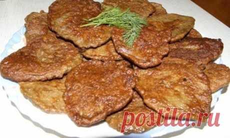 Отличные печёночные котлеты  Ингредиенты:  500 г куриной печени 1 луковица 1-2 зубчика чеснока 1 яйцо 5 ст.л. манной крупы соль, чёрный перец по вкусу растительное масло для жарки  Печень, лук и чеснок измельчить в комбайне до однородной массы или пропустить через мясорубку. Посолить, поперчить, вбить яйцо, перемешать Всыпать манную крупу, перемешать и оставить на 30-40 минут. Выложить на сковороду по 1 ст.л. на котлету, обжарить с обоих сторон. Приятного аппетита!