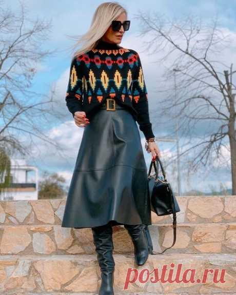 Как не выглядеть простоватой в юбке со свитером: сочетания, помогающие модным блогерам быть стильными | До и после 50-ти | Яндекс Дзен