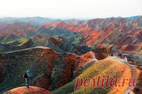Чудо природы: разноцветные горы Китая Чудо природы: разноцветные горы Китая.Ландшафтом Данься в Китае называют уникальный тип земной поверхности, для которого характерны песчаники красного цвета и крутые скалы, созданные природой. Разноцв...