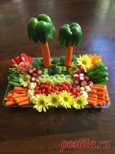 «Luau Veggie Tray Party tray Идеи для блюд, Блюда из фруктов и Фигурная нарезка овощей» — карточка пользователя Надежда С. в Яндекс.Коллекциях