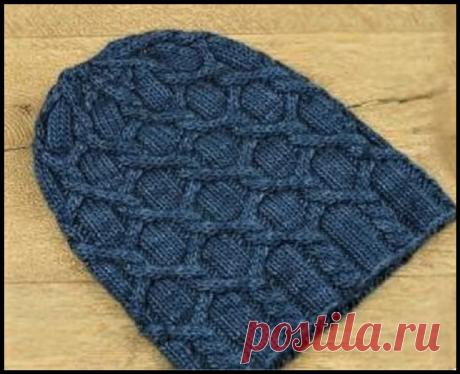 Универсальная шапочка (для женщин и мужчин) с оригинальным узором спицами