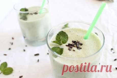 Смузи Трилистник Смузи из мятного сиропа, йогурта, шпината и кокосового молока. Вкусно и очень полезно!