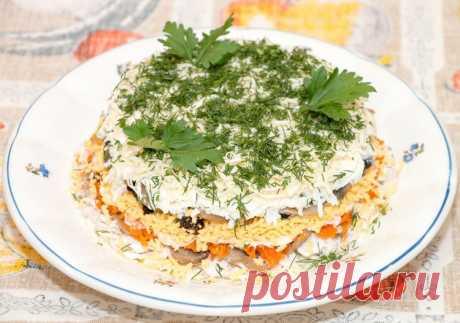 Многослойный салат с куриным мясом и черносливом - Простые рецепты Овкусе.ру