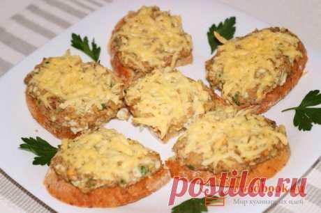 Бутерброды с сайрой | Foodbook.su Для этого бутерброда, можно использовать любую консервированную рыбу. Сочетание всех ингредиентов, дает изумительный вкус. Еще одна вариация будербродов на завтрак.