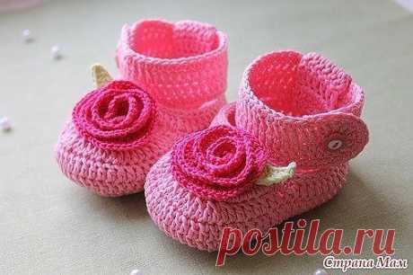 Вяжем милые пинеточки с цветочком. Схемы и описание