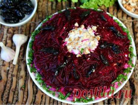 Салат из говядины, свеклы и чернослива