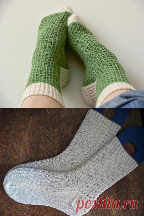 Los calcetines con el dibujo en relieve simple por los rayos   Mis Petelki