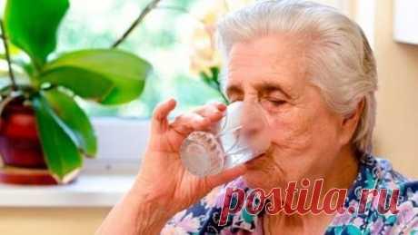 ОЧИЩЕНИЕ ОРГАНИЗМА ДЛЯ ПОЖИЛЫХ ЛЮДЕЙ  Вы замечали, что пожилые люди даже пахнут по-другому? А все из-за накопленных в организме токсинов.... С годами организм зашлаковывается вредными веществами...  Рецепт №1  Замочите на ночь рис в кастрюле, утром воду слейте (она должна быть мутноватой) и залейте свежей водой. Поставьте на медленный огонь. Дождитесь момента закипания и быстро снимите кастрюлю с плиты. Воду слейте, а рис хорошенько промойте в сите под проточной водой. Процедуру заливания рис