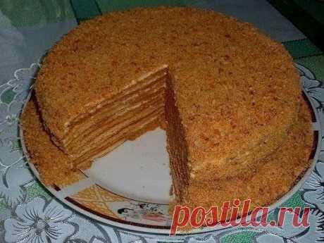 """Торт """"Медовик""""  РЕЦЕПТ: Для теста: 2 яйца; 1 стакан сахара; 2 ст. л. меда; 2 ч. л. соды; 100 гр. сливочного масла; 3 стакана муки. Для крема: 0,6 кг. сметаны; 1,3 стакана сахара. Показать полностью…"""