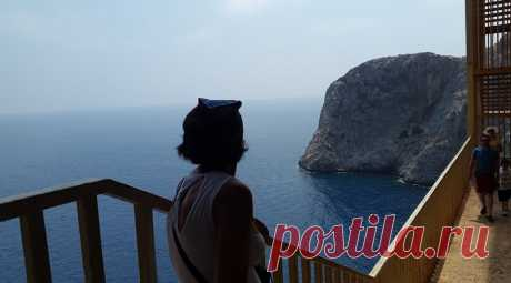 Միջերկրականը Կիլիկիայի ափերից. Դեպի հորիզոն ձգվող անծայրածիր կապուտաչյա Միերկրականը...ակամա քեզ իր գիրկն է կանչու
