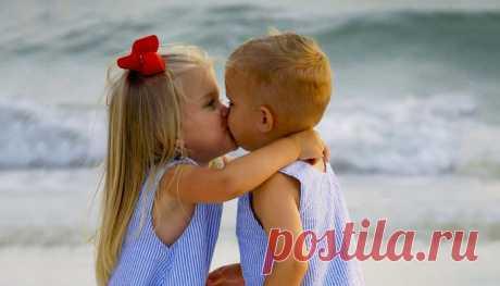 Мальчиков и девочек нужно хвалить по-разному Отрывок из лекции Руслана Нарушевича «12 загадок для мамы и папы».