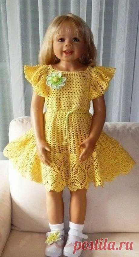 Солнечное платье для девочки Верх начала вязать по схемке, в последствии меняя рисунок по настроению.  Крылышки начально вязала по схеме в последствии также меняя под своё представление.