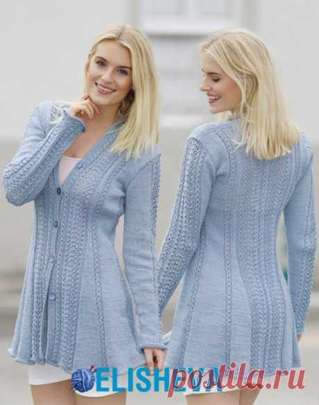 """La blusa \""""Blue Bird Song\"""" de Drops Design, tejido por los rayos"""
