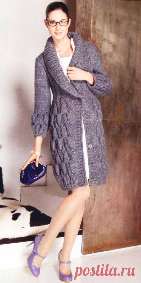 Пальто-кардиган вязаное спицами