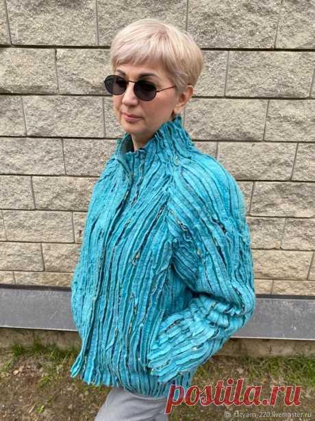 Куртка Морская волна – купить на Ярмарке Мастеров – O9B8QRU   Куртки, Красногорск Куртка Морская волна в интернет-магазине на Ярмарке Мастеров. Валяная куртка. Очень теплая благодаря двойному слою войлока: основа и верхний декор. Внутренние карманы.