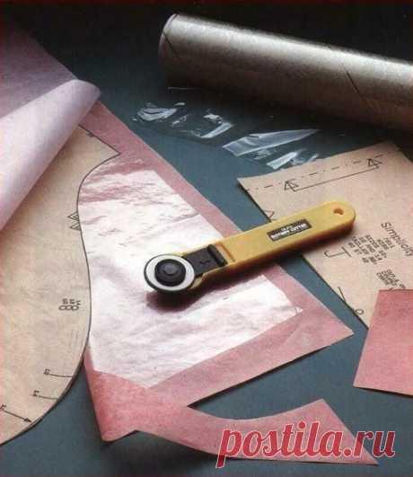 Как укрепить выкройку при помощи пленки и утюга