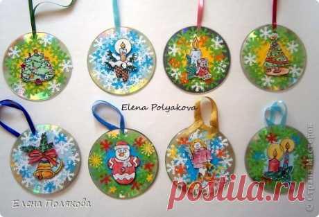Las tarjetas-bolas de Año Nuevo de СD-дисков