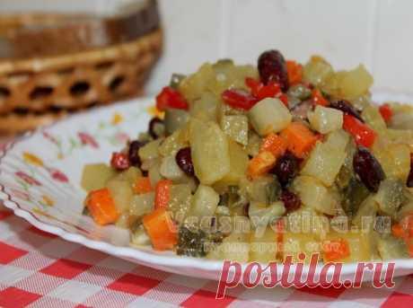 Постный салат с фасолью и овощами: рецепт с фото Постный салат с фасолью и овощами получается сытным и очень вкусным. Приготовить его вы сможете по нашему рецепту с фото.