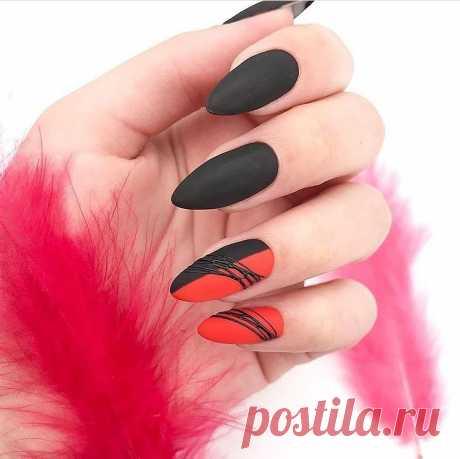 """Дизайн ногтей с паутинкой: фото идеи 2020 года Мастера маникюра радуют женщин новым иеще не приевшимся дизайном ногтей """"паутинка"""". В 2020 году такое исполнение обещает быть очень популярным А все благодаря тому, что с помощью такого ней"""