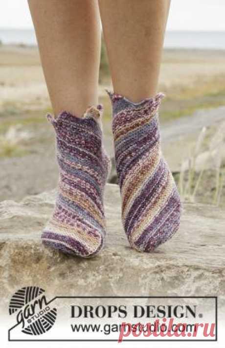 Носки Юпитер Любопытные носки спицами для женщин, выполненные из тонкой носочной пряжи секционного крашения.