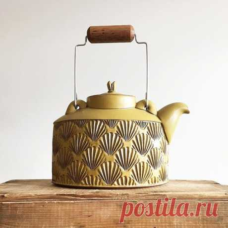 A little shell teapot for a chilly day. Stay warm! 
