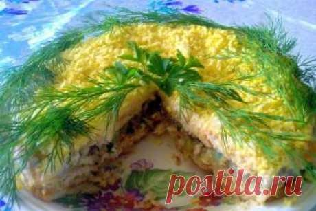 Слоеный салат из крекеров с рыбной консервой, рецепт — Вкусо.ру
