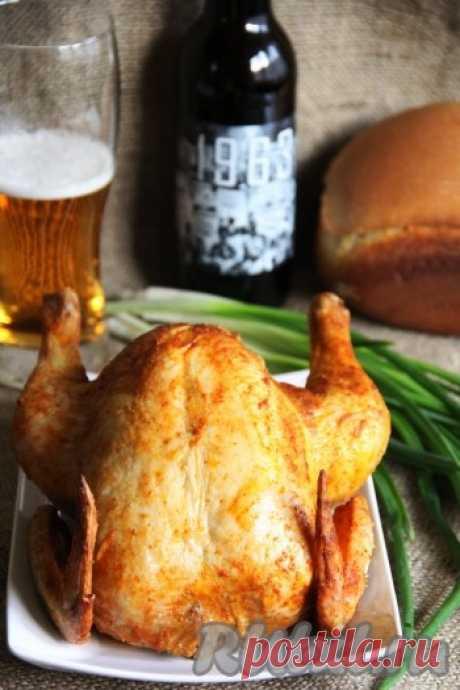 Фаршированная курица, запеченная в духовке - 12 пошаговых фото в рецепте Запечь курицу целиком довольно просто. Достаточно только хорошо её смазать различными специями и поставить в духовку. А можно дополнить курочку начинкой из крупы, овощей или хлеба. Курица, фаршированная хлебом и сыром, - это простое и доступное блюдо, а ещё оно получается очень вкусным и сытным. ...