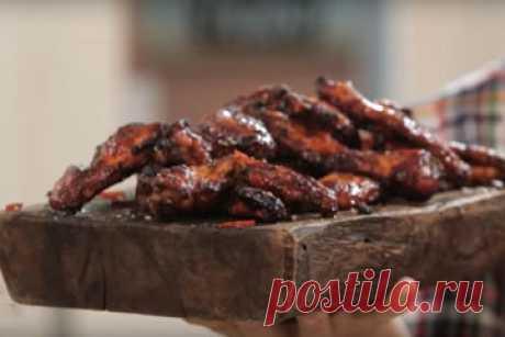 Блюда из курицы  Блюда из курицы: рецепты ножек и крылышек. Курица - вернее, ее различные части имеют разный вкус, и готовить их надо по-разному.  Но ведь все знают, что ножки и крылышки - это самое вкусное!