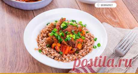Гуляш из говядины с овощами и гречневой кашей | Что приготовить на ужин?