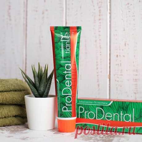 """Зубная паста """"Проденталь"""" Укрепляет ткани пародонта благодаря пептидам с фактором роста фибробластов Вес:120 г  Оказывает комплексное воздействие на ротовую полость. Активизирует обменные процессы в пародонте, способствует ослаблению воспалительных процессов в тканях десен. Ускоряет восстановление поврежденных тканей, предупреждает развитие кариеса. Содержит пептиды, экстракты ромашки аптечной, корня солодки, женьшеня, масло виноградной косточки и перечной мяты."""