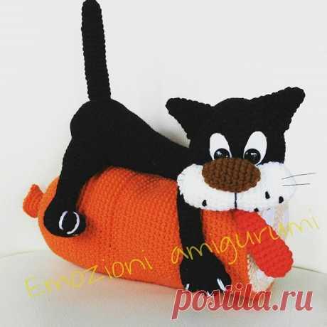 #cat #amigurumi #amigurumis #amigurumilove #crocheting #crochet #crocheted #crochetlove #stopdoor #fermaporta #ganchillocreativo #ganchillo #gift #uncinetto #creativemamy #crafty #gatto #gattino #sausage #ciaobebuu #emozioniamigurumi
