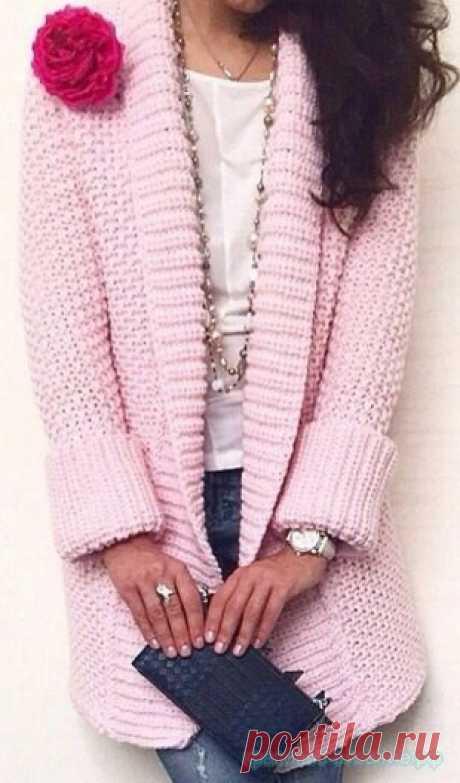 Кардиган спицами. - Красивое вязание Вязание спицами для женщин. Вязание кардигана крупной вязкой спицами. Как связать стильный кардиган спицами. Картинки увеличиваются при нажатии.   Похожее