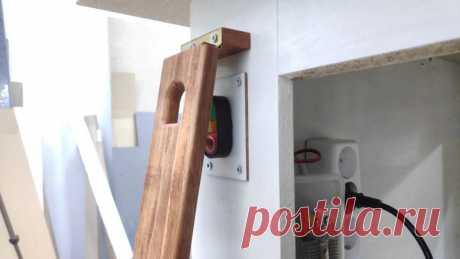 Безопасный включатель и быстрый выключатель для электроинструмента Это устройство изготавливалось с целью исключения несанкционированного включения электроинструмента и для быстрого выключения его в случае необходимости. Для изготовления такого выключателя мастер использовал следующие Инструменты и материалы:-Паяльник;-Резисторы;-Твердотельное реле;-Кнопочный
