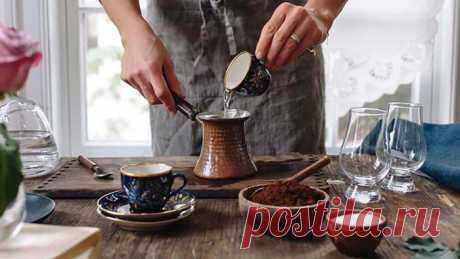 Как правильно варить кофе: способы приготовления молотого и в зернах, рецепты и пропорции Совсем не обязательно быть профессиональным бариста, чтобы приготовить вкусный кофе. Зная нюансы технологии заваривания кофейных напитков, каждый кофеман сможет самостоятельно справиться с этой задачей.