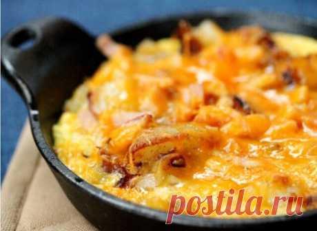 """Картофельная вкусняшка за 5 минут  Ингредиенты: - картошечка - штучки три-четыре средней величины; - два яйца - желательно домашние - плавленный сыр - хоть """"дружба"""", хоть колбасный """"охотничий"""" - молока чуть меньше стакана - много зелени, чесночок, любимые специи и зеленый горошек"""
